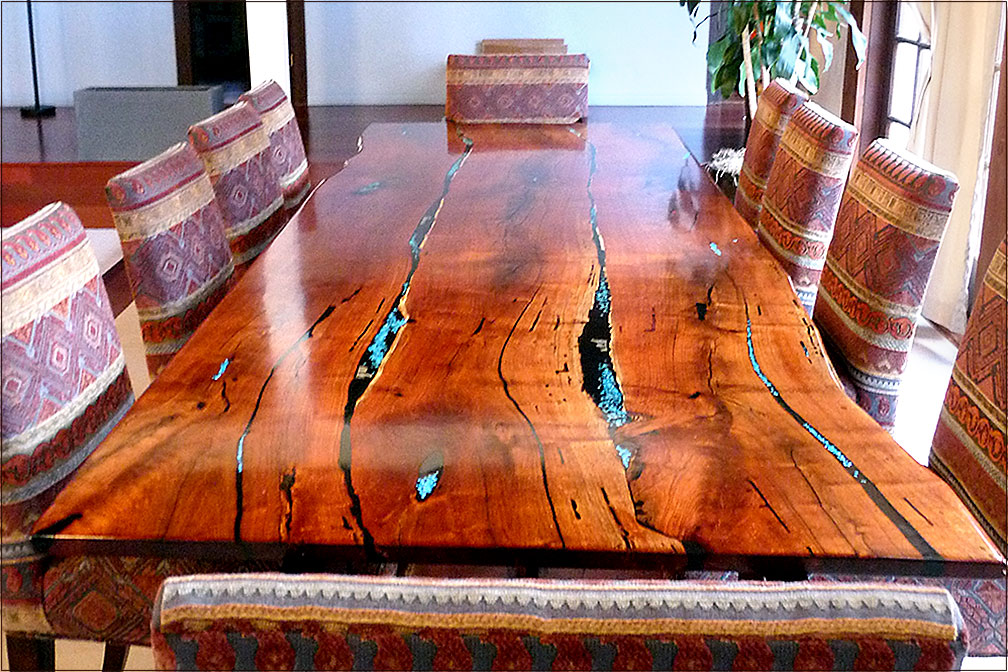 La Dining Table